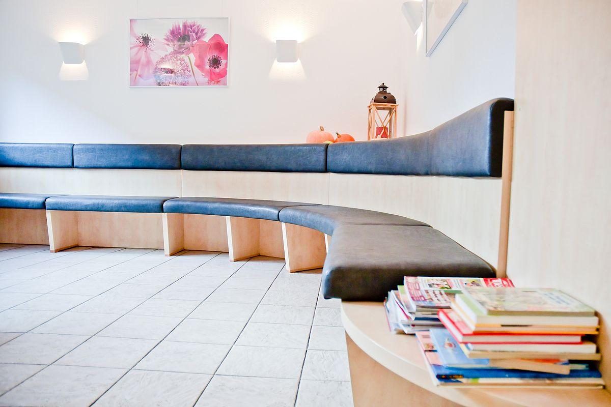anfahrt. Black Bedroom Furniture Sets. Home Design Ideas
